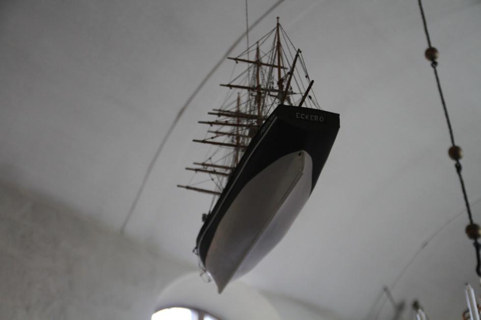 Boot in kerk