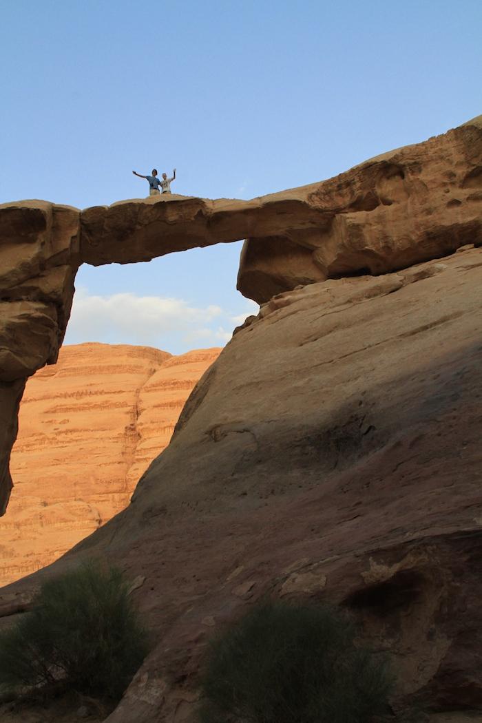 Bovenop de Arch in de Wadi Rum