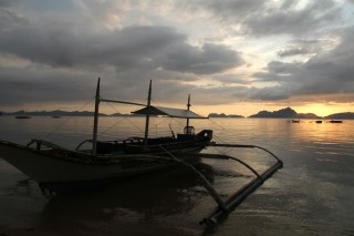 El Nido Sunset met boot