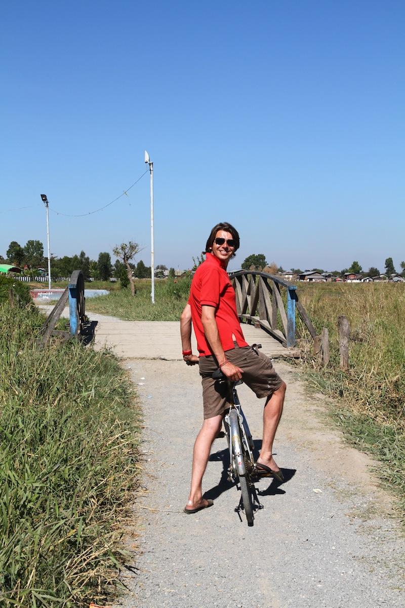 Finbar op fiets