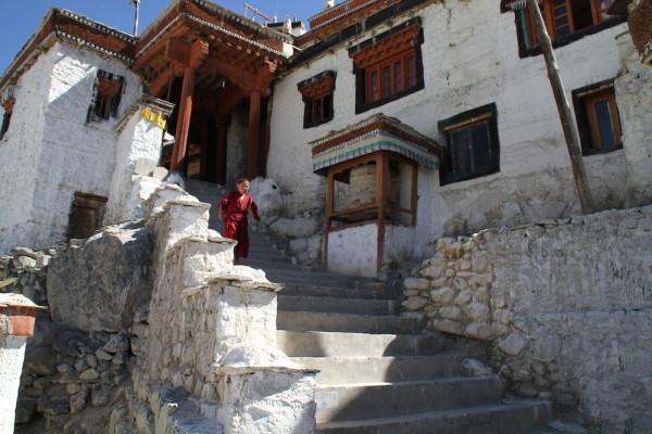 Jonge monnik in Diskit