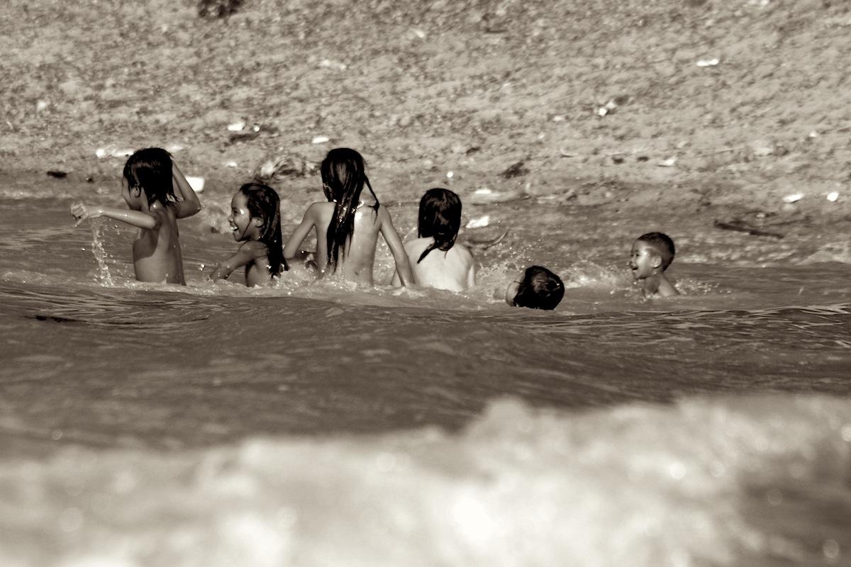 Kinderen in rivier