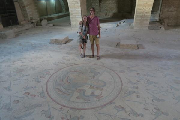Lullig portret bij mozaiek