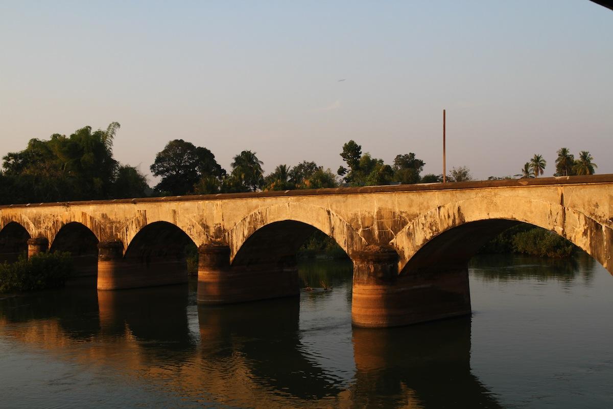 Oude brug Si Phan Don