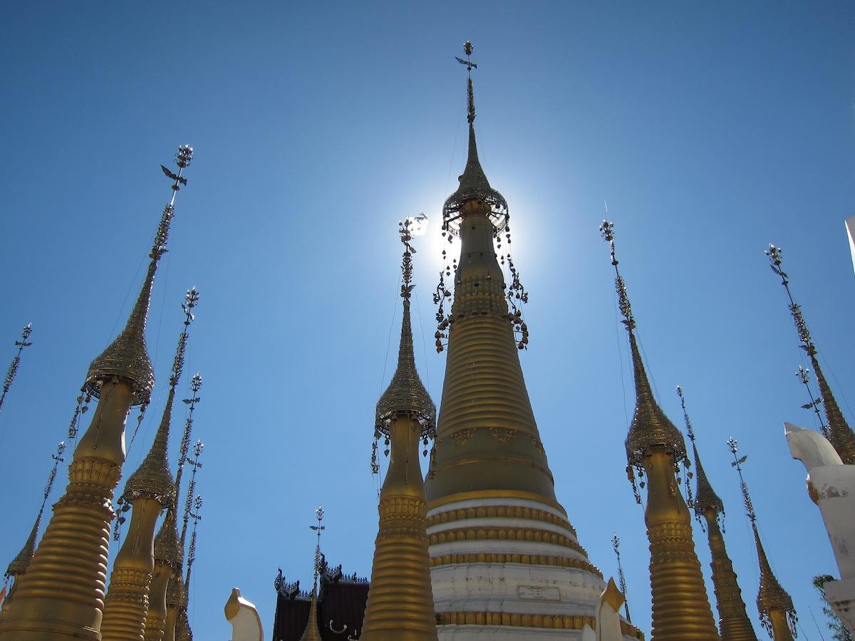 Pagoda in dorp