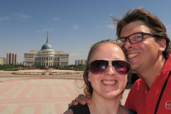 Selfie bij Paleis Astana