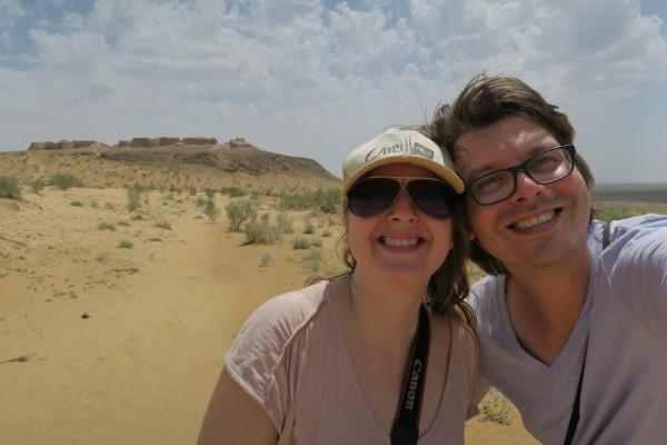 Selfie bij zandkasteel