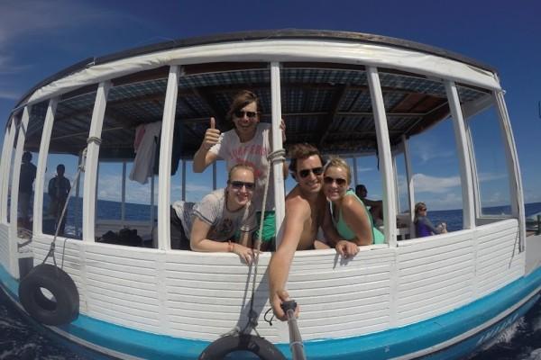 Selfie met 4 op boot