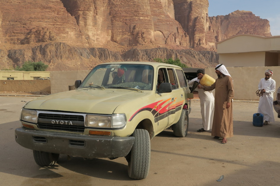 Tanken in de woestijn