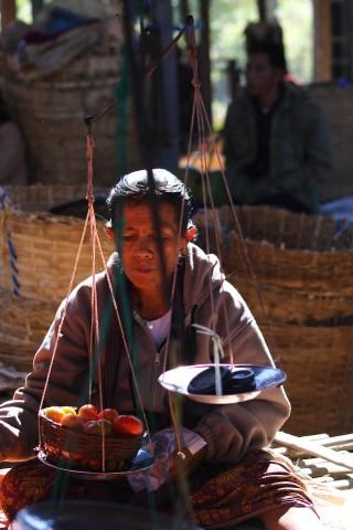 Vrouw op markt