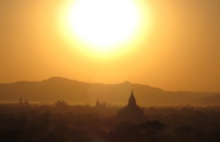 Zon boven Bagan